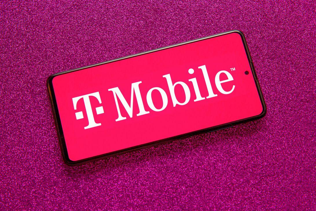 007-t-mobile-network-mobile-carrier-logo-2021