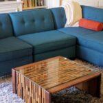 Vino derramado, grasa de pizza, pis de gato apestoso: Cómo limpiar tu sofá de manchas y olores