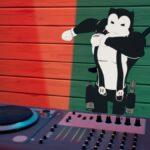 Recoge un disco y colócalo en un tocadiscos en Fortnite: desafío Ariana Grande Monster Hunter